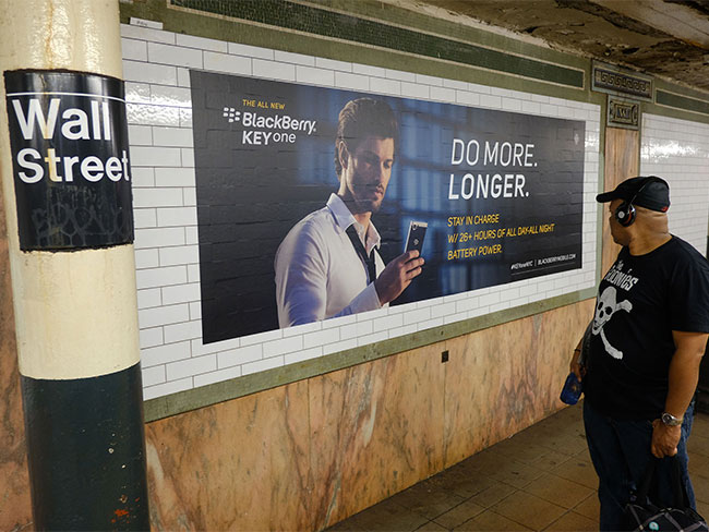 Taxi New York >> BlackBerry Advertises Phone With a Subway Station Domination in New York City's Wall Street Station